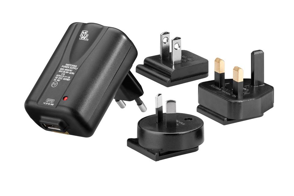 USB oplader på 1A, inkl. 3 rejseadaptere så den kan bruges i UK, USA og Australien.