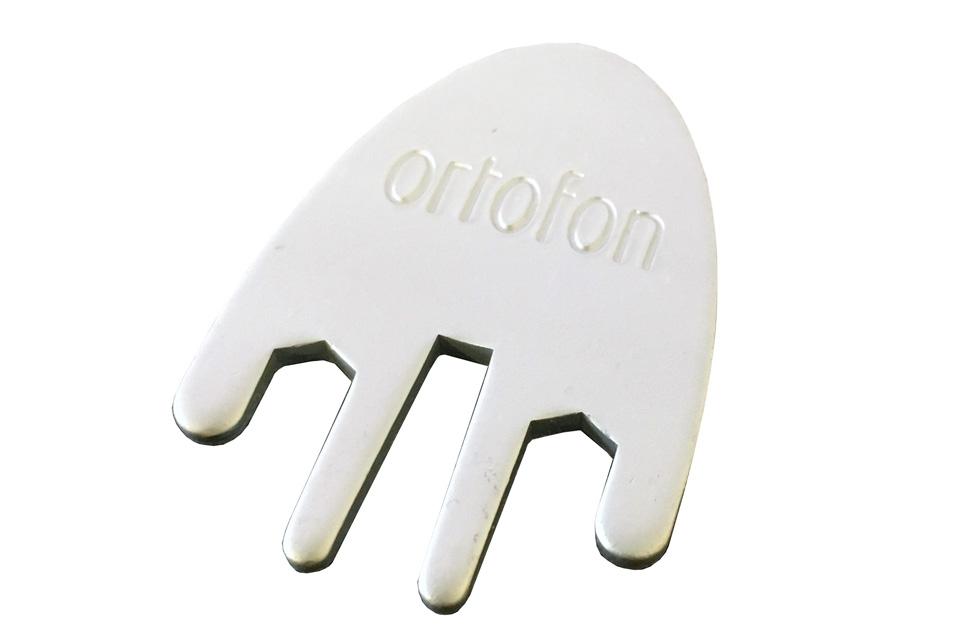 Værktøj til hurtig og nem montering af en OM pickup på en DJ headshell.