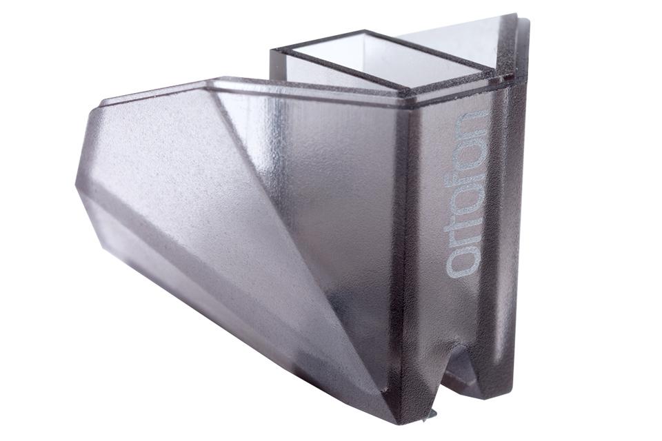 Erstatningsnål til Ortofon 2M Silver pickup der typisk sidder på pladespiller fra Pro-Ject. Du behøver ikke købe en helt ny pickup, men kan blot skifte nålen