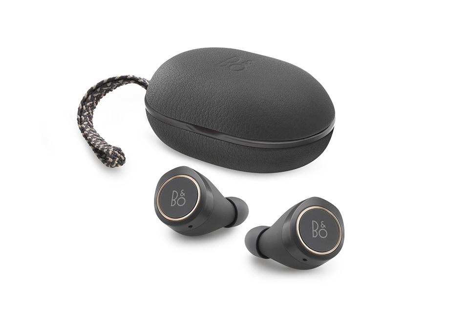 De første trådløse in-ear hovedtelefoner fra BeoPlay - helt uden ledning. BeoPlay E8 byder på touchbetjening, Transparency Mode og vanlig høj B&O lydkvalitet.