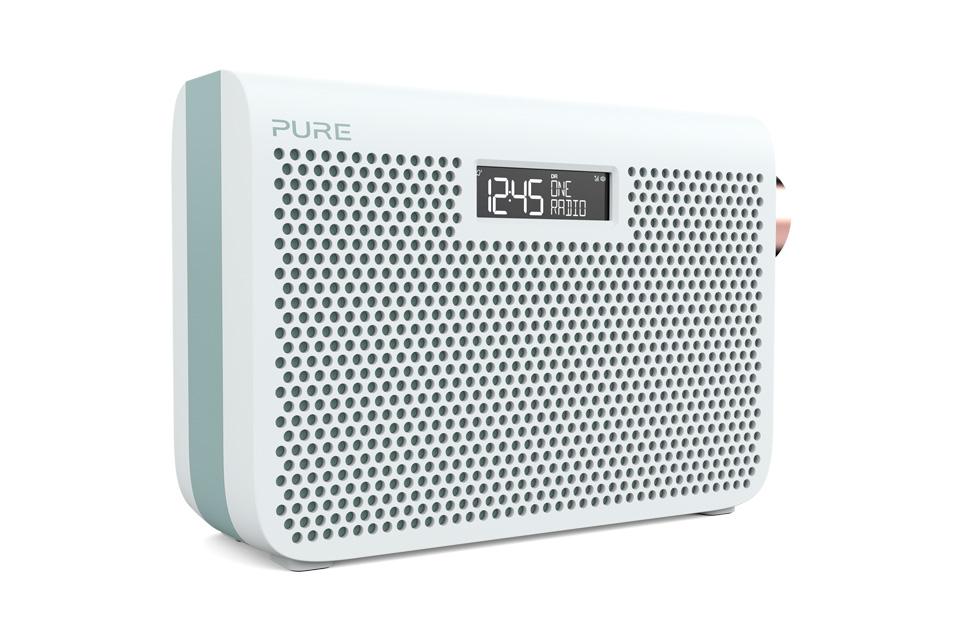 Enkel og elegant FM/DAB+ radio fra Pure. One Midi 3S kan gøres transportabel med 4 AA batterier eller vha. den genopladelige ChargePAK D1 som kan tilkøbes.
