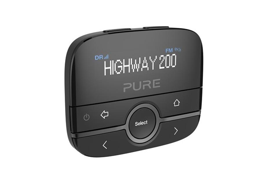 Pure Highway 200 er en smart DAB-Your-Car biladaptor, der via bilens AUX stik muliggør at lytte til DAB+.