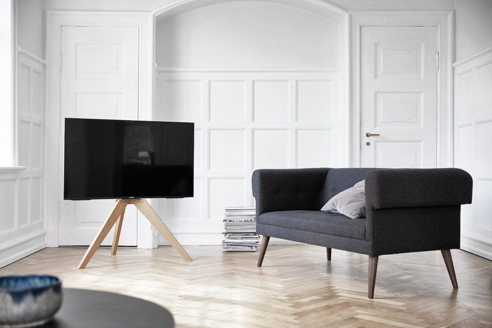 Vogels NEXT OP1 TV stand, lifestyle