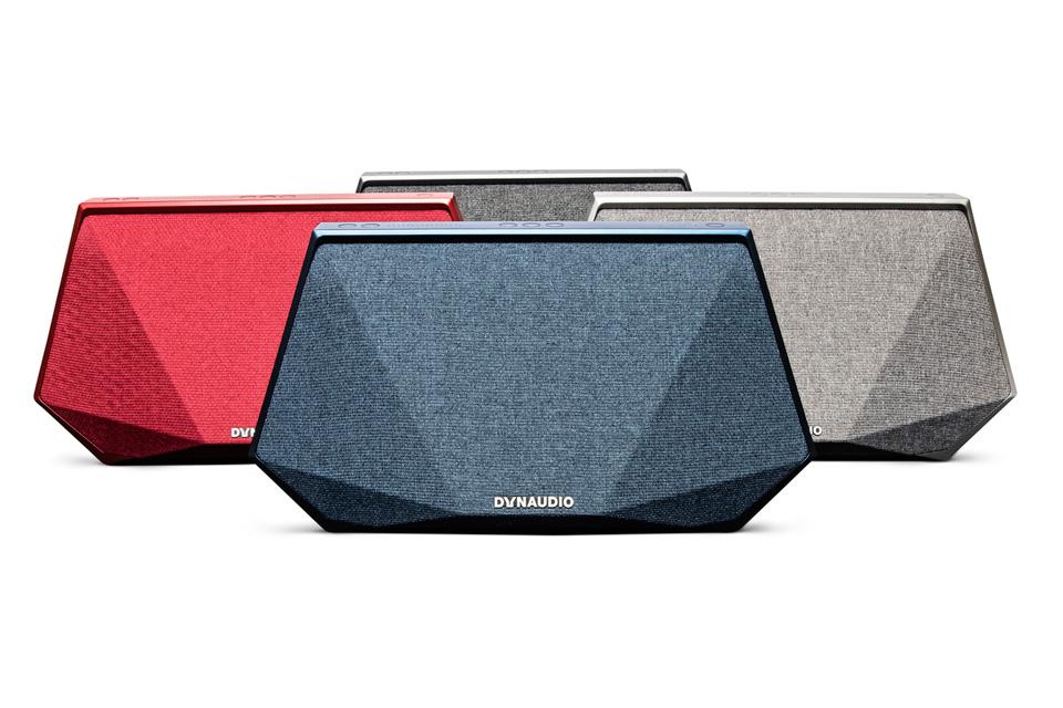 Kompakt, bærbar og særdeles kraftfuld. Music 3 er en intelligent højttaler, der lader dig lytte til din yndlings musik - uanset hvor du befinder dig.