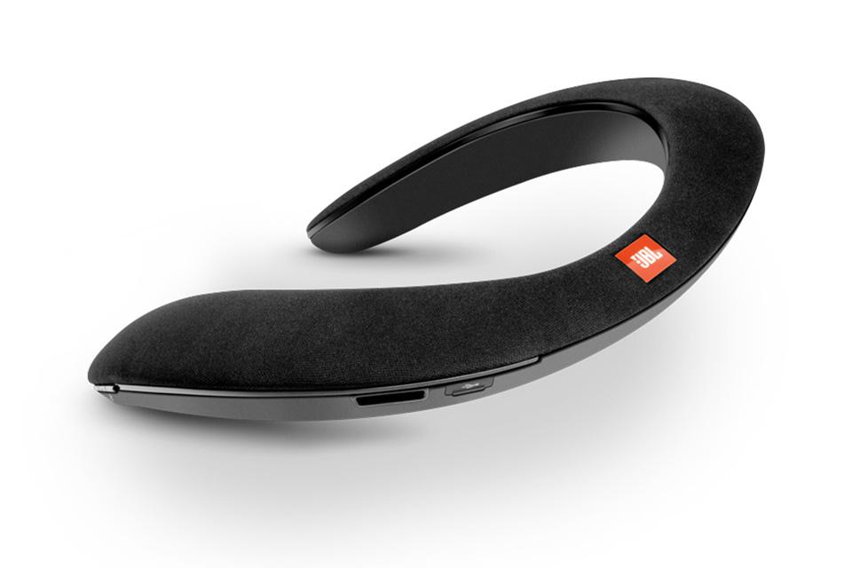 Soundgear fra JBL er den personlige trådløse højttaler, der er perfekt til VR eller som en personlig soundbar til telefon, musik eller TV.