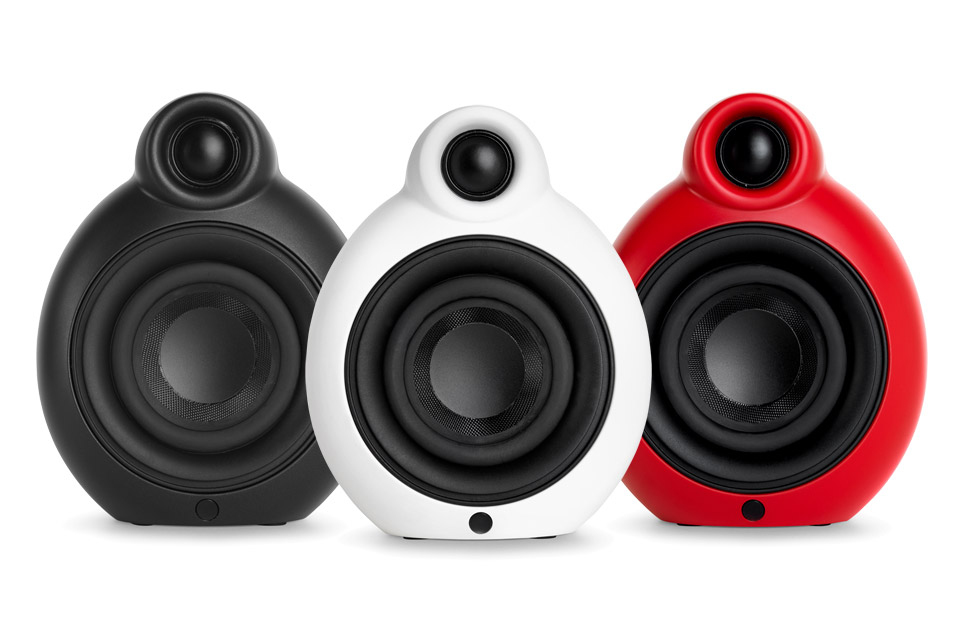 Ikonisk design i en kompakt størrelse. MicroPod BT MKII er en velspillende aktiv højttaler, der kan spille selv, eller stereo parres for ægte trådløs stereo.