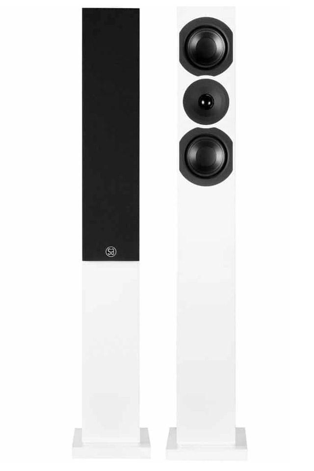 Den nye System Audio Saxo 30 i sort satin og hvid satin finish, har fået en endnu bedre diskant og et magnetisk frontstof.
