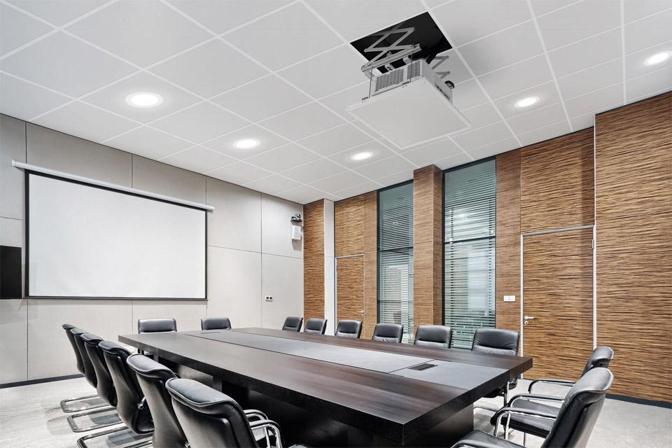 PPL 2035 liftsystem er den perfekte løsning til at integrere projektorer i loftet i mødelokaler, hjemmebiografer, auditorier og konferencesale.