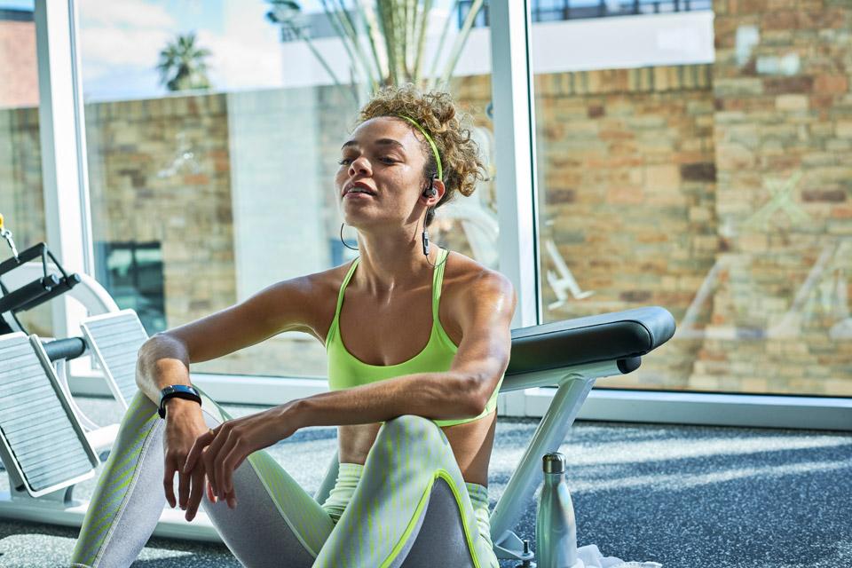 JBL Reflect Contour Sporthovedtelefoner, lifestyle