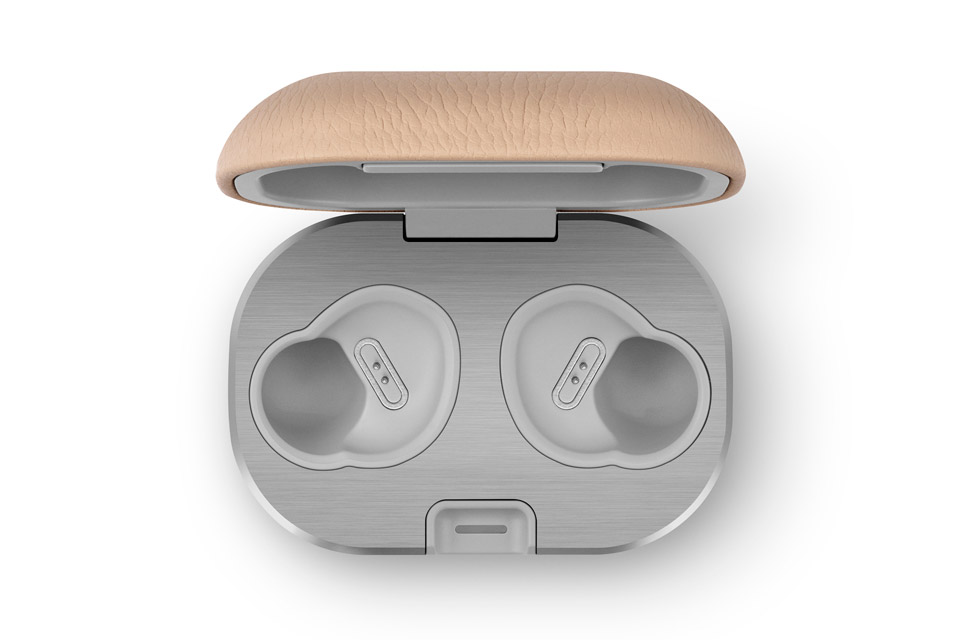 Beoplay E8 charging case 2.0, natural