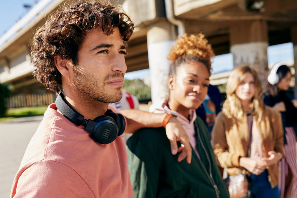 JBL LIVE 400BT on-ear hovedtelefoner, lifestyle