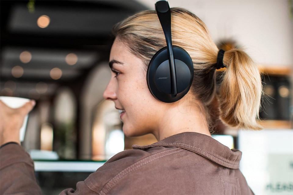 Boise Noise Cancelling Headphones 700, lifestyle