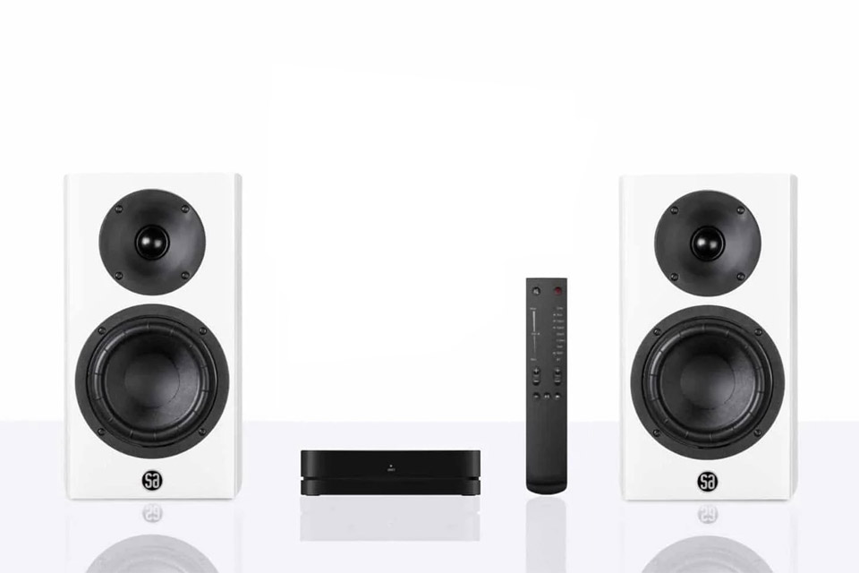 System Audio Legend 5 Silverback shelf speaker with hub and remote - White