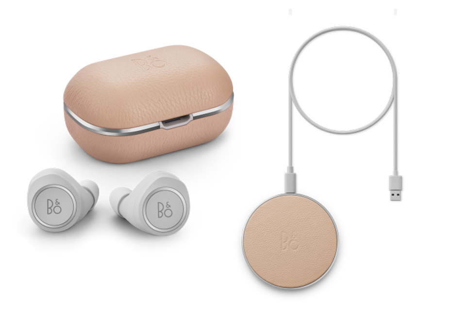 Beoplay E8 2.0 + charging pad, natural