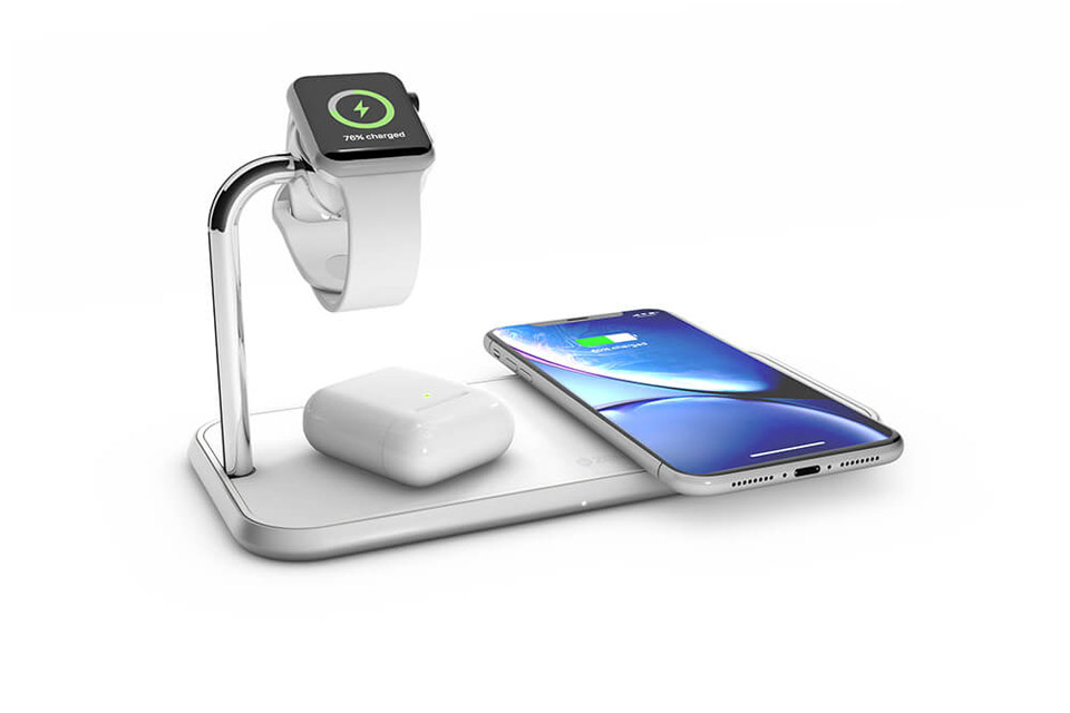 ZENS triple wireless Qi and Apple Watch charger 2x10W - White in use