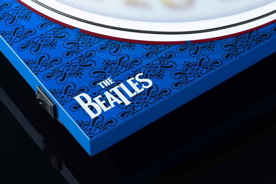 Pro-Ject Essential III Sgt. Peppers Drum Lifestyle 3