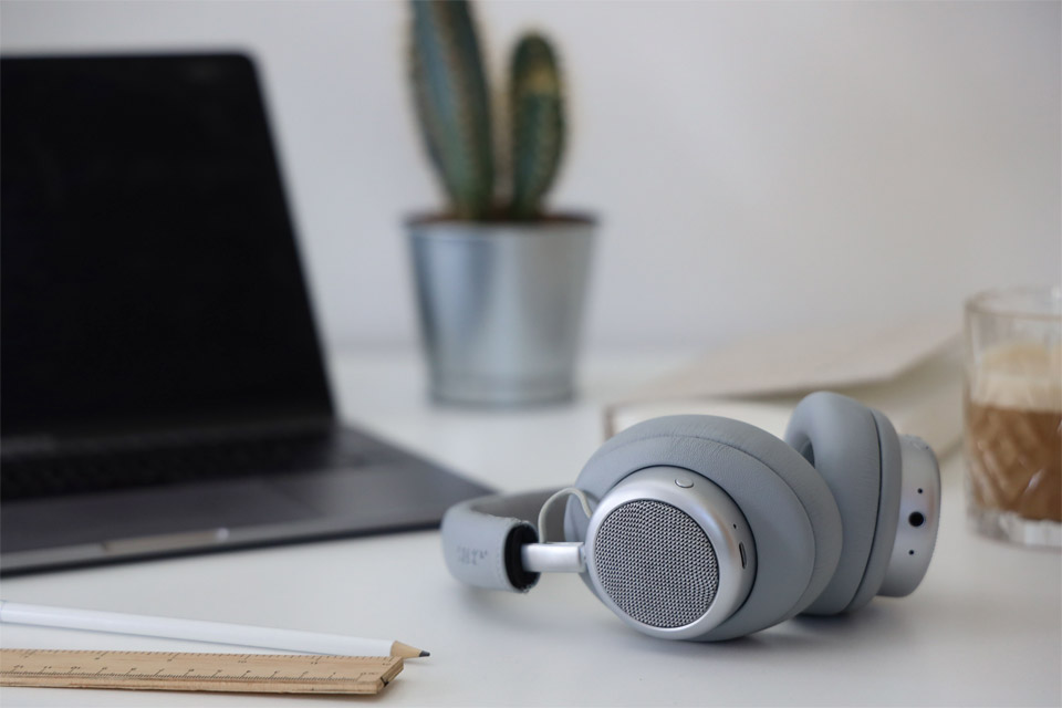 SACKit TOUCHit over-ear headphones, lifestyle