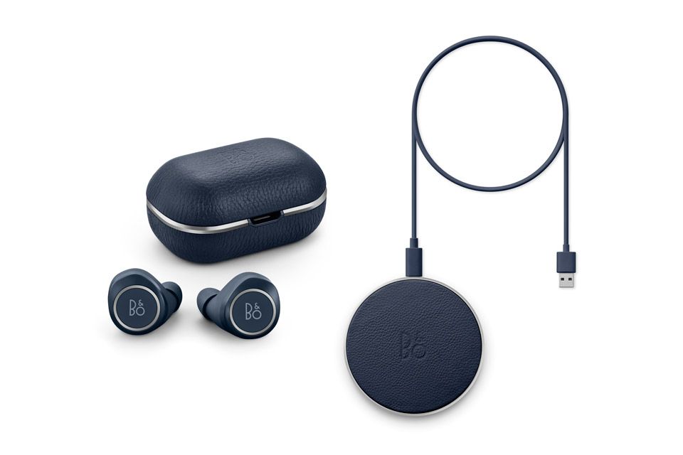 Beoplay E8 2.0 + charging pad, indigo blue