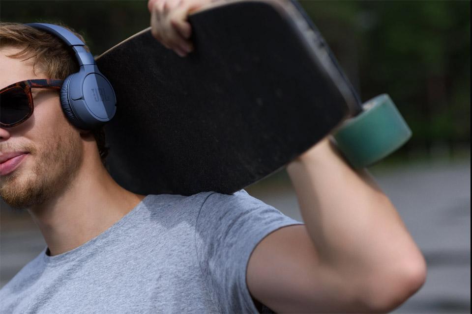 JBL Tune 660NC on-ear headphones, lifestyle