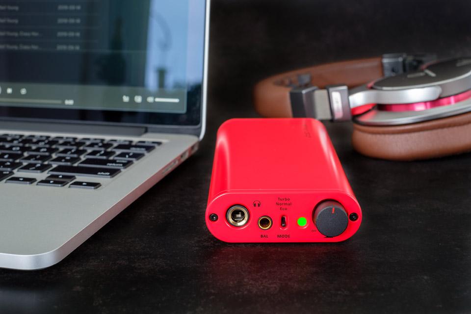 ifi Audio iDSD Diablo Lifestyle 1
