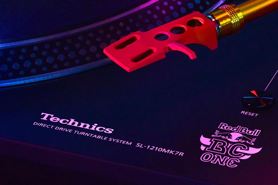 Technics SL-1210 Red Bull edition