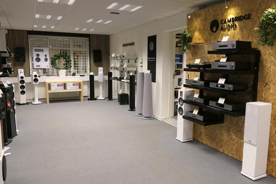 , AV-Connection Odense Butikken stuen: Hi-Fi platau