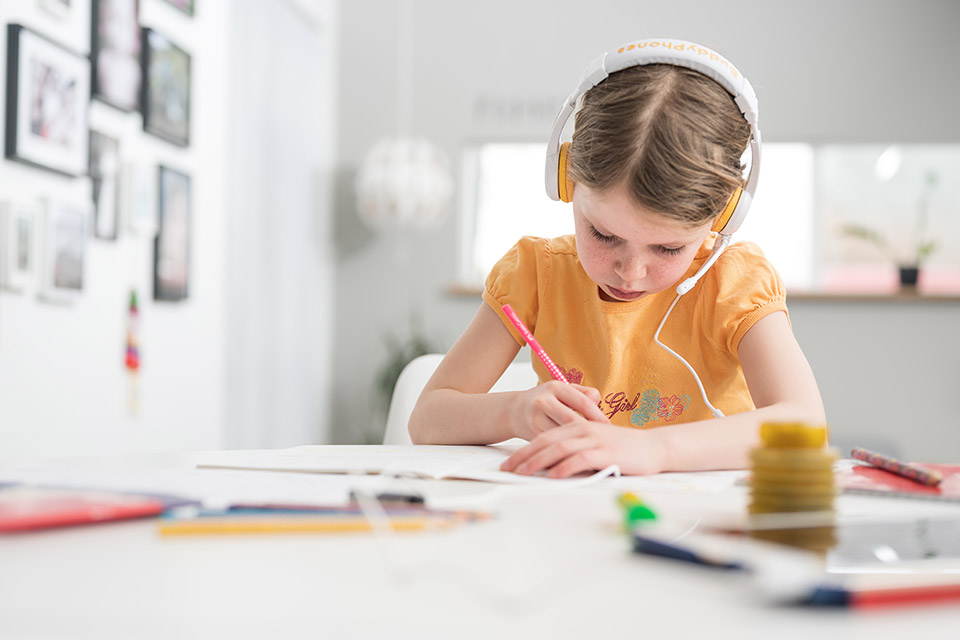 Buddy Phones School+ børnehovedtelefoner, lifestyle