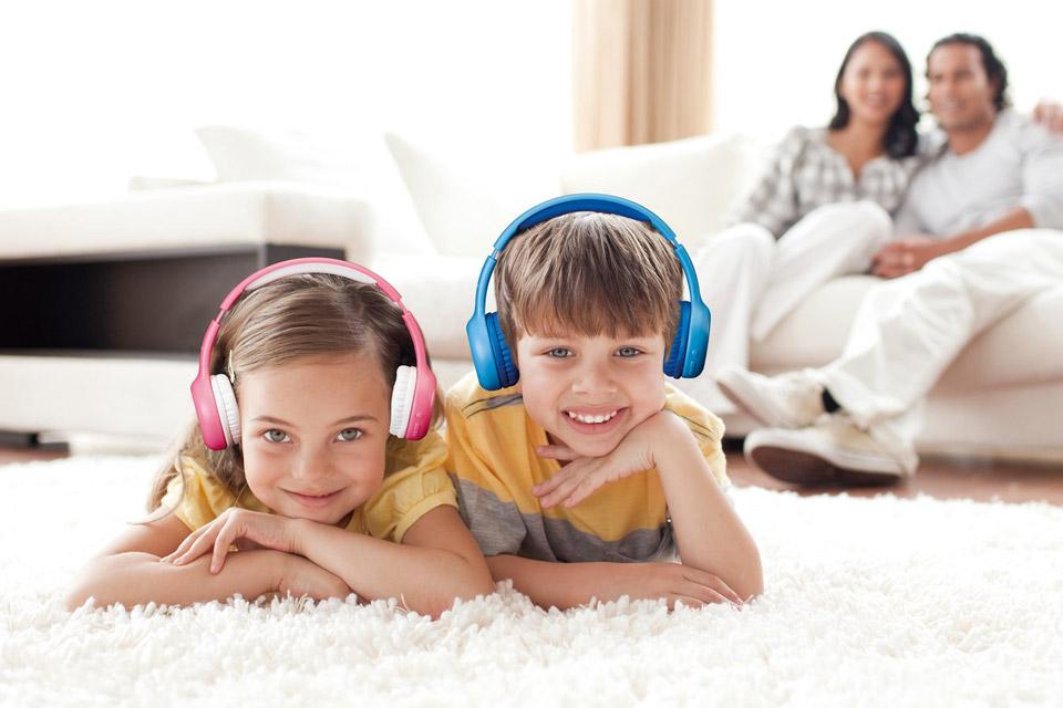 Lenco HPB-110 foldable kids Bluetooth headphone - Lifestyle