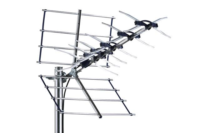 Kvalitets element antenne fra Danske Triax med stor flektor til skærmning af uønskede singaler, f.eks. til placering på loft eller i områder med svag dækning.