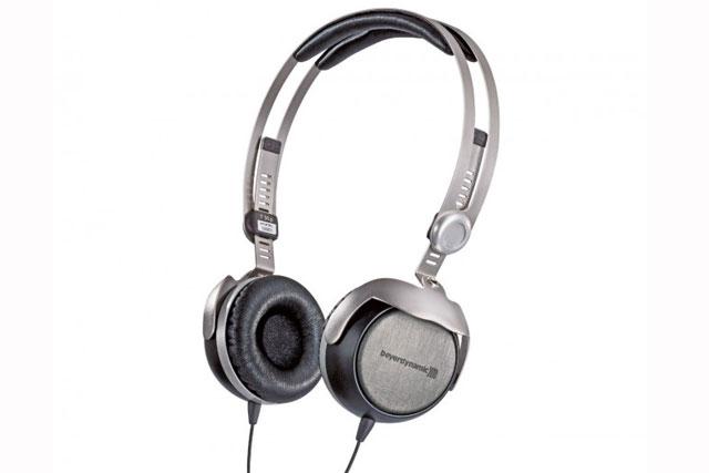 Beyerdynamic T51 i er et par kvalitets on-ear headset i et simpelt, letvægtigt design.