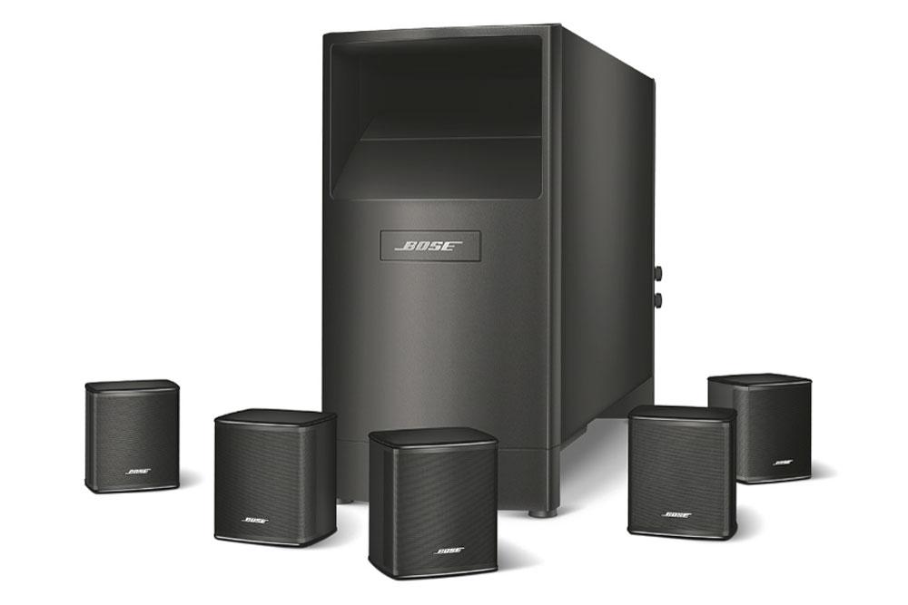 Bose Acoustimass 6 består af fem højttalere og en subwoofer i Boses velkendte og diskrete design. Højttalerne kan kobles på enhver surround receiver.